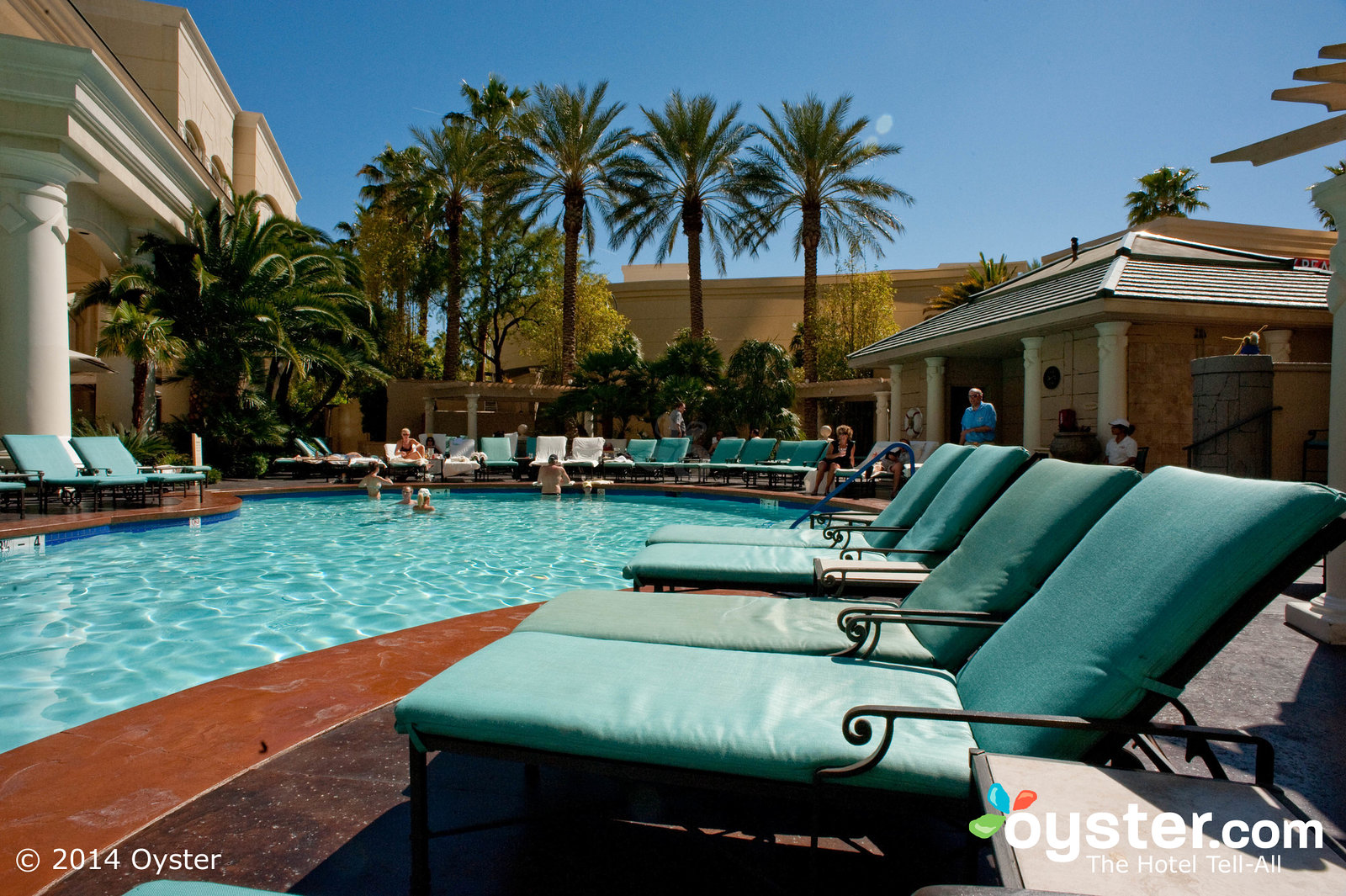 outdoor-pool-four-seasons-hotel-las-vegas-v140256-1600.jpg